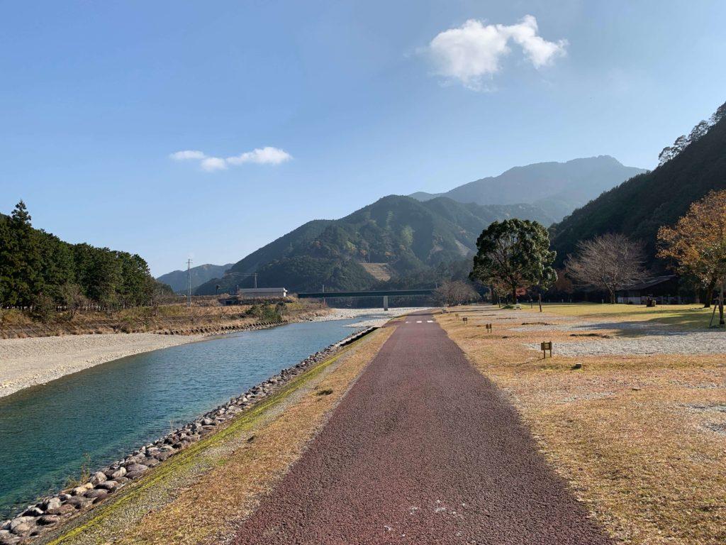 キャンプ場の銚子川