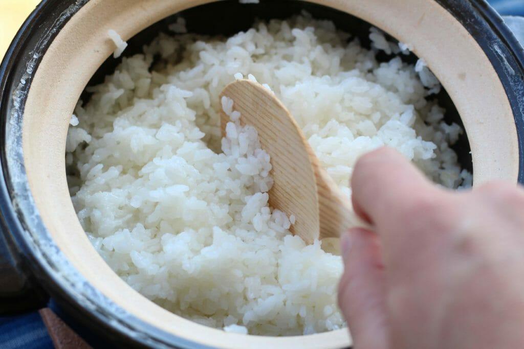 伊賀焼土鍋かまどさん_混ぜほぐす