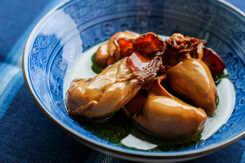 三重県鳥羽市のお土産 牡蠣のオリーブオイル漬け 発酵と燻製専門 海童工房 魚寅 中身1