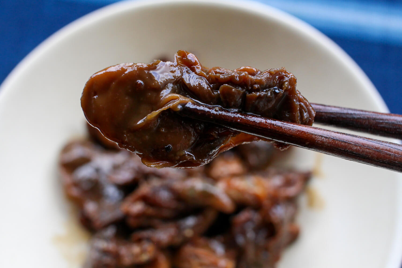 三重県鳥羽市のお土産 牡蠣の甘露煮(黒胡椒味) 発酵と燻製専門 海童工房 魚寅 盛り付け2